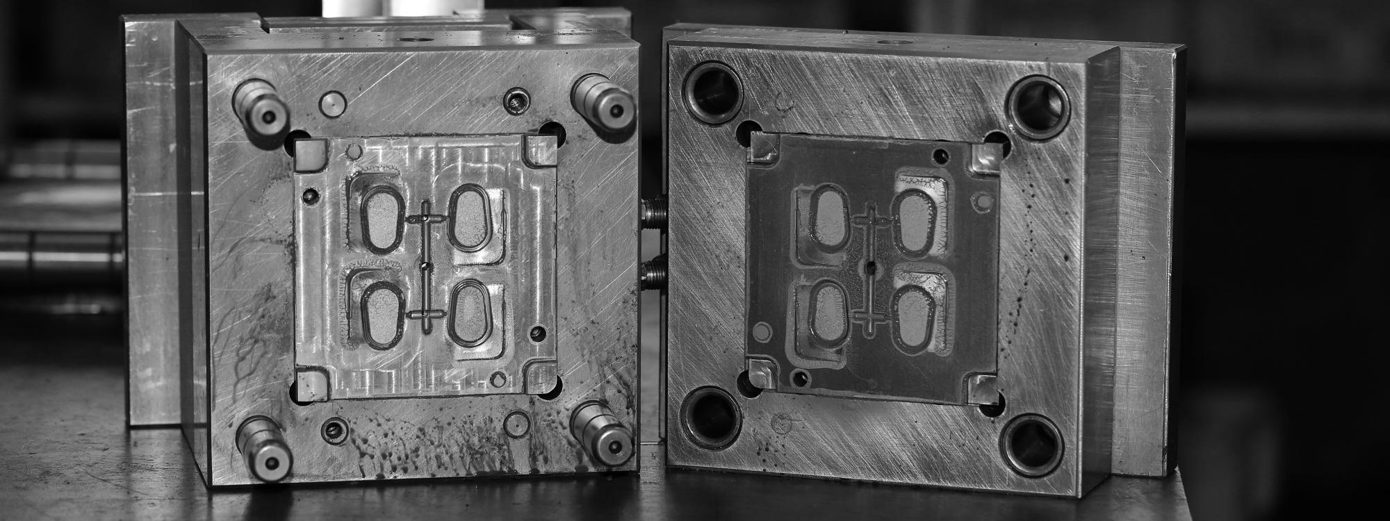 オリジナルブランドでケースを作る時に発生する金型代。とても値段が高いんです。